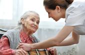 Критерии выбора сиделки для больного человека в семье