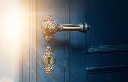 Вход в жилище начинается с дверей