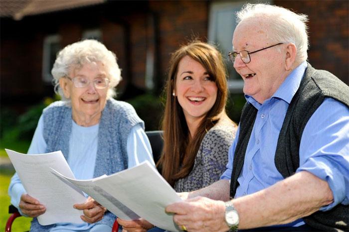 Как живут в домах престарелых