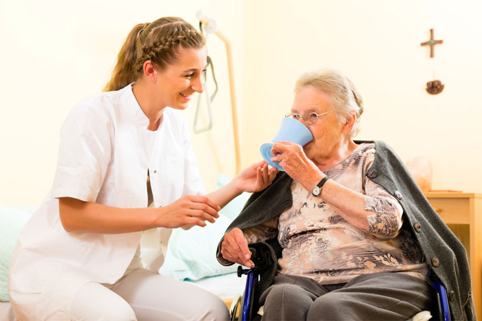 Помощь профессионалов в уходе за пожилыми людьми