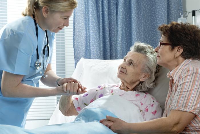 Борьба с деменцией: почему стоит сделать выбор в пользу пансионата
