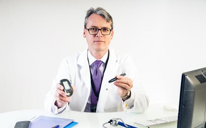Как работает эндокринолог