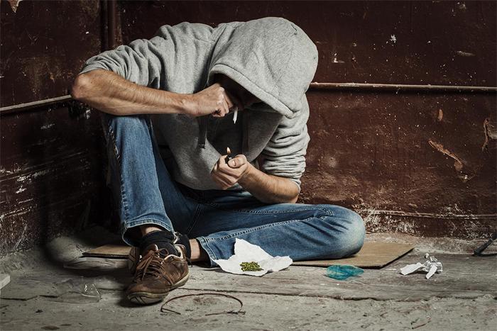 Странное поведение подростка – первый признак наркомании
